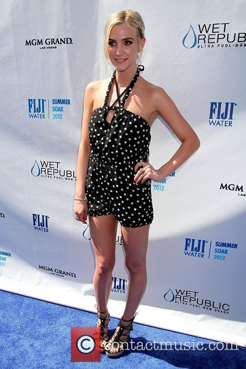 ashlee simpson hosts fiji water summer soak 5907562