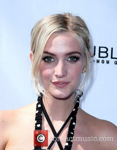 ashlee simpson hosts fiji water summer soak 5907615