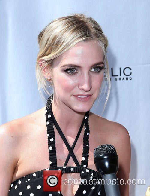 ashlee simpson hosts fiji water summer soak 5907618