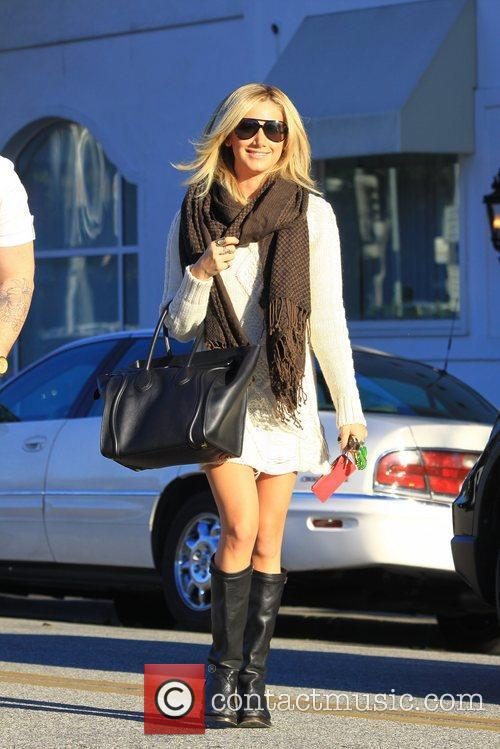 Ashley Tisdale  leaving Byron and Tracey Salon...