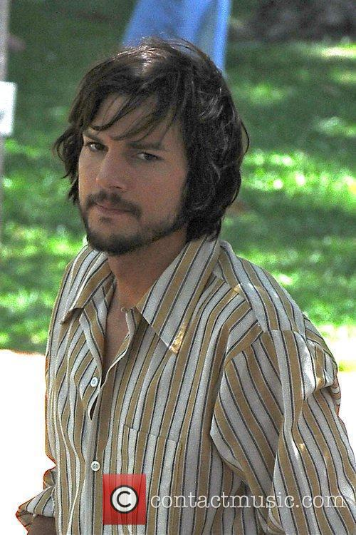 Ashton Kutcher, 'Jobs' Set
