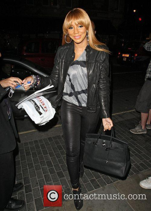 toni braxton arriving at the audley pub 4062346