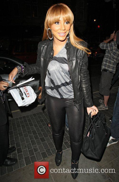 toni braxton arriving at the audley pub 4062347