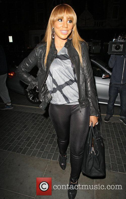 toni braxton arriving at the audley pub 4062348