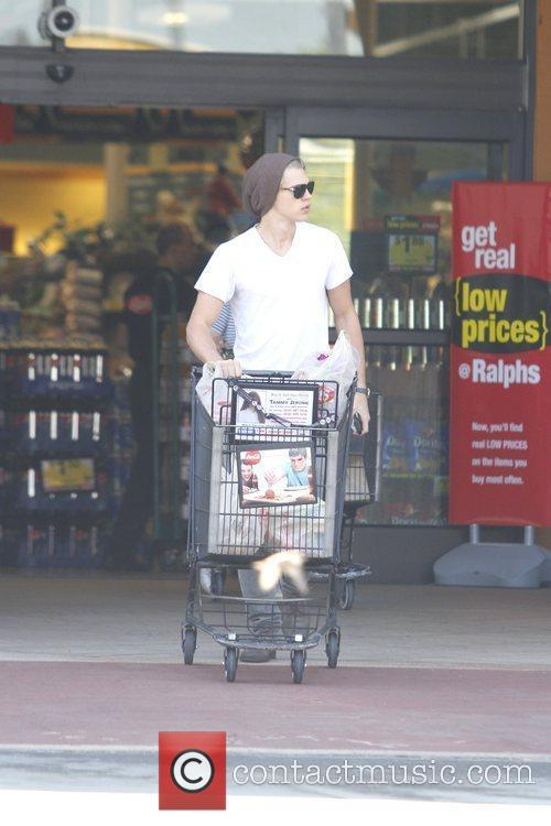 Austin Butler is spotted grocery shopping in Studio...