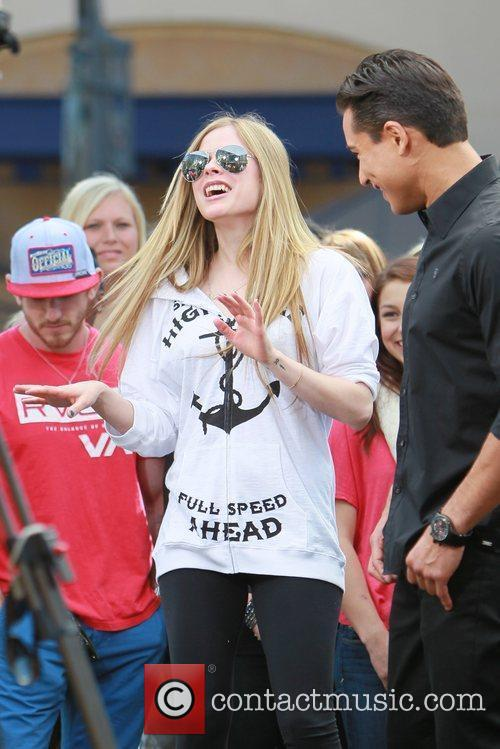 avril lavigne at the grove to appear 5808967