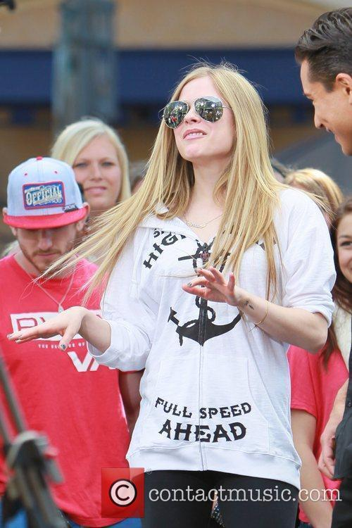 avril lavigne at the grove to appear 5808968
