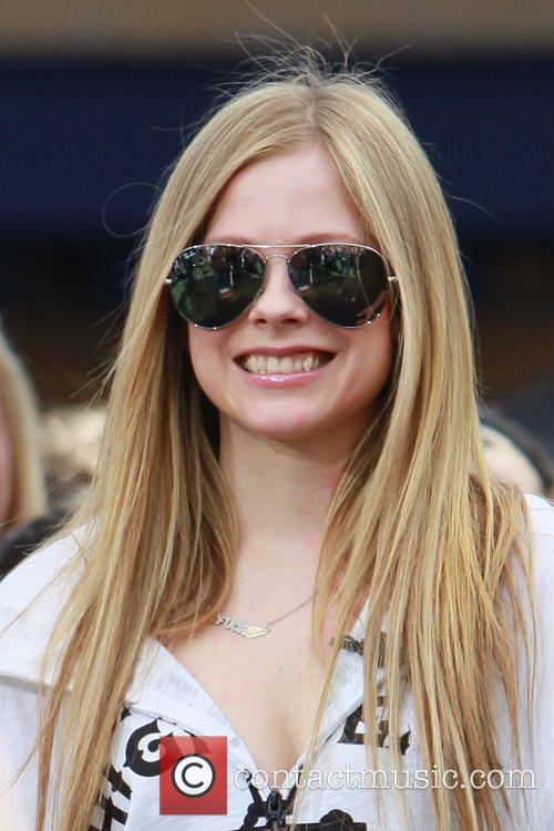 avril lavigne at the grove to appear 5808974