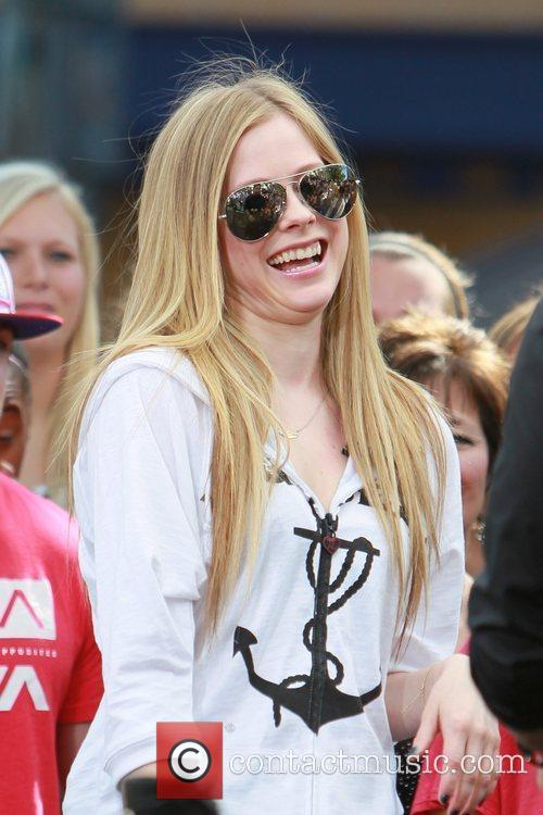 avril lavigne at the grove to appear 5808976