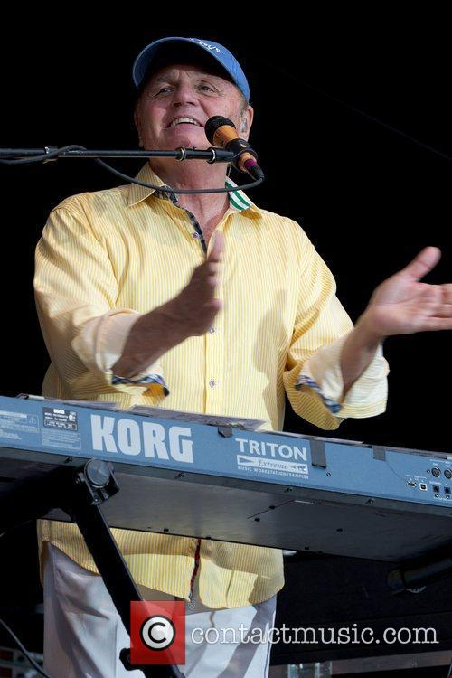 bruce johnston of the beach boys performing 4012476