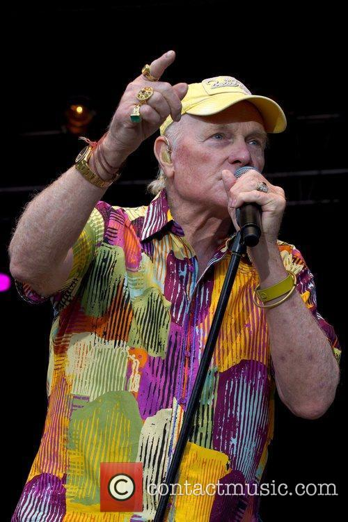 mike love of the beach boys performing 4012479