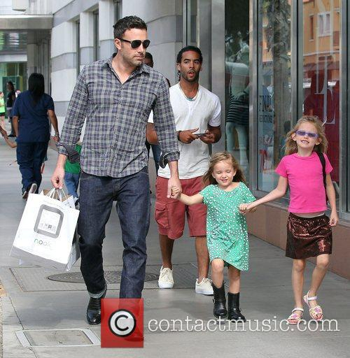 Ben Affleck, Violet and Seraphina 5