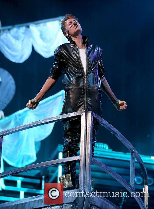justin bieber performing live at the grand 4106232