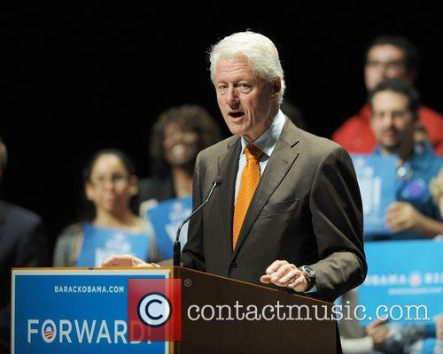 bill clinton addresses the audience at a 4158004
