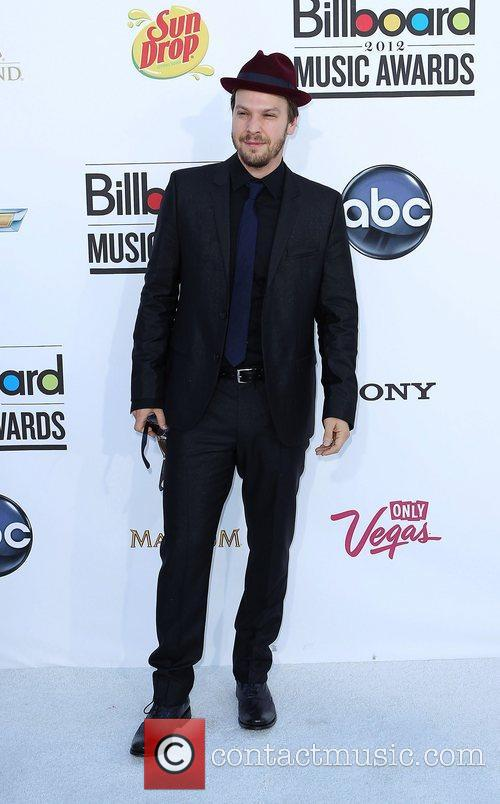 Gavin Degraw and Tommy Hilfiger 5