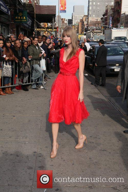 taylor swift outside of the billboard women 5763467