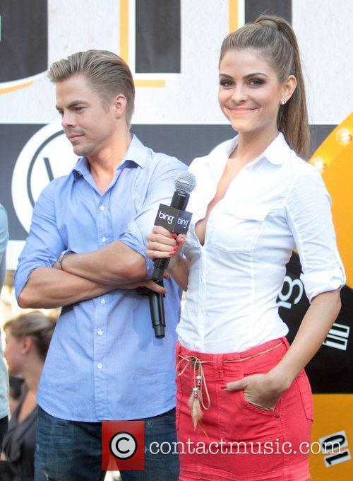 Maria Menounos and Derek Hough entertain crowds at...