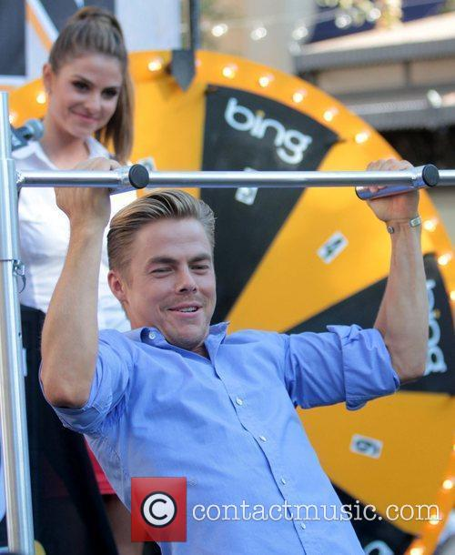 Maria Menounos and Derek Hough 4