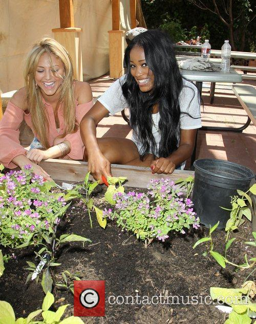 Cassie Scerbo and Keke Palmer 5