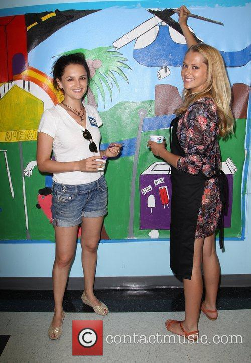 Rachael Leigh Cook and Teresa Palmer 2