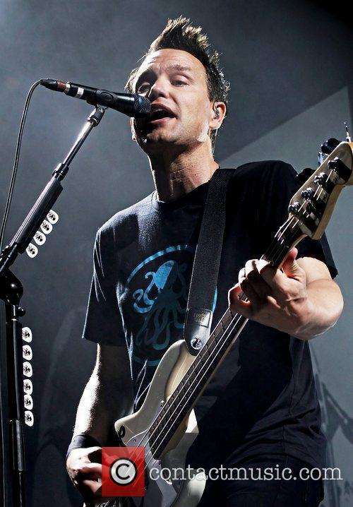 blink 182 performing live at manchester evening 3946527