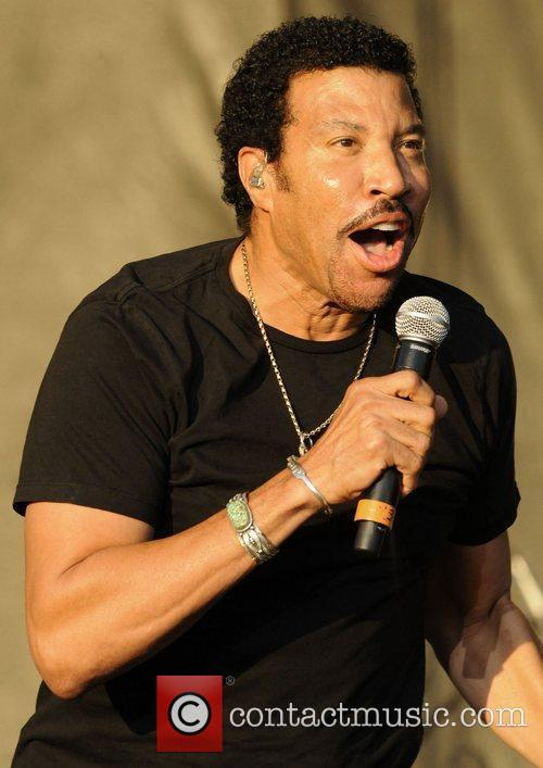 lionel richie performing at the 1st annual 4029991