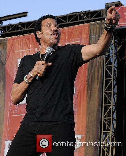 lionel richie performing at the 1st annual 4029999