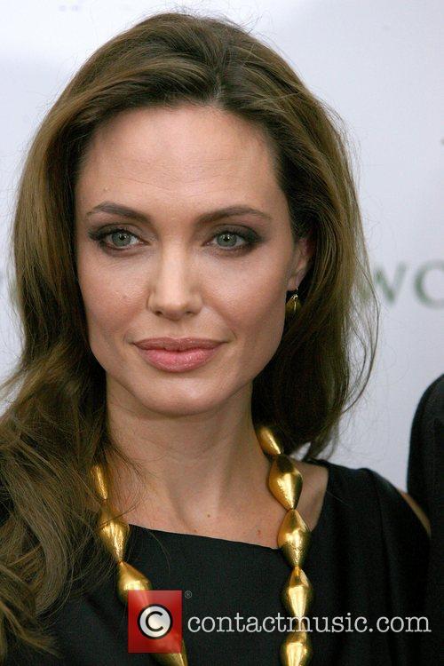 Angelina Jolie 9