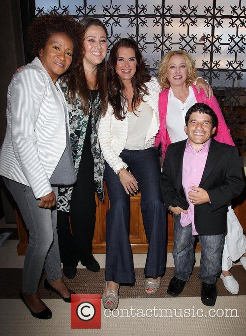 Wanda Sykes, Brooke Shields, Camryn Manheim, Mark Povinelli and Virginia Madsen 2