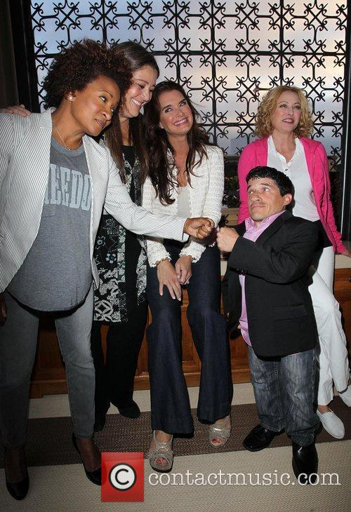 Wanda Sykes, Brooke Shields, Camryn Manheim, Mark Povinelli and Virginia Madsen 3