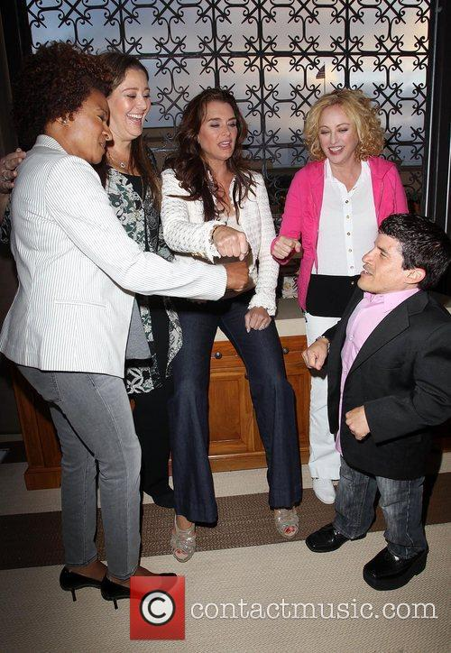 Wanda Sykes, Brooke Shields, Camryn Manheim, Mark Povinelli and Virginia Madsen 4