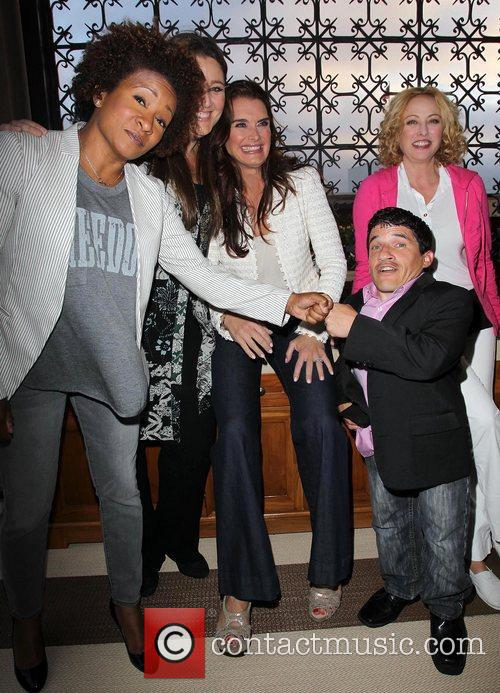 Wanda Sykes, Brooke Shields, Camryn Manheim, Mark Povinelli and Virginia Madsen 1