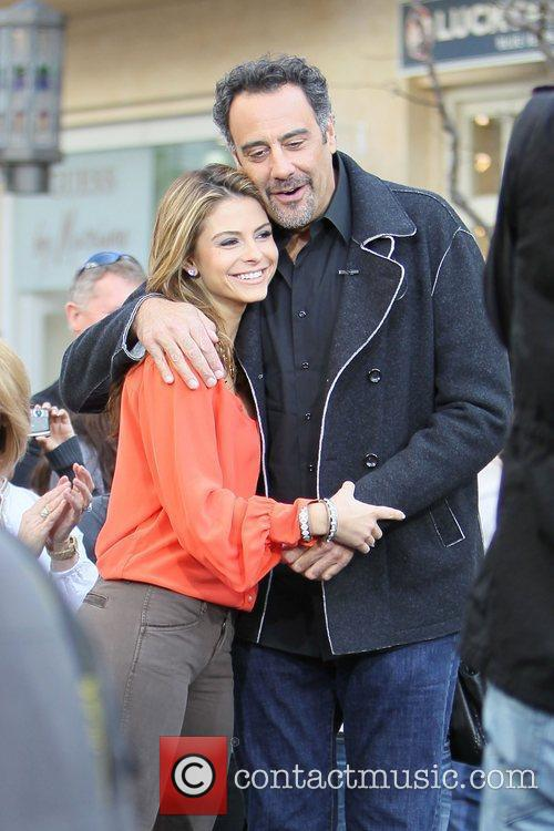 Maria Menounos and Brad Garrett 4