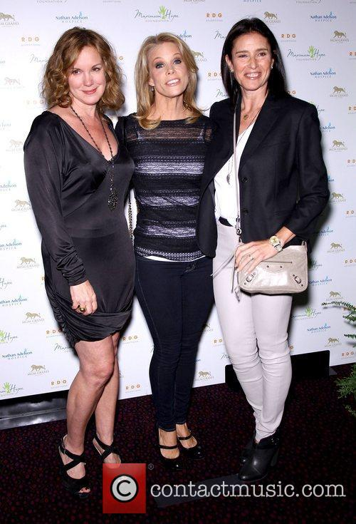 Elizabeth Perkins, Cheryl Hines and Mimi Rodgers 6