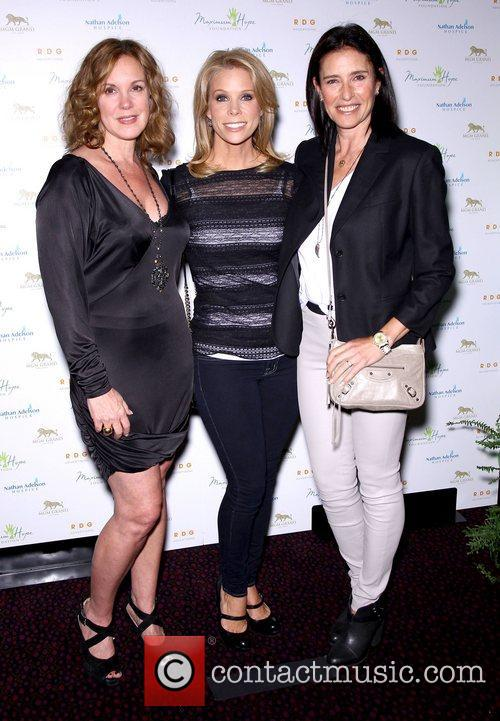 Elizabeth Perkins, Cheryl Hines and Mimi Rodgers 10
