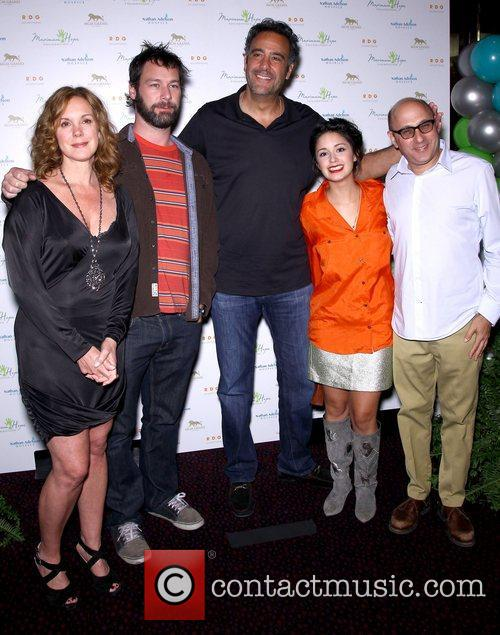 Elizabeth Perkins, Jon Dore, Brad Garrett, Stephanie Hunt and Willie Garson 8