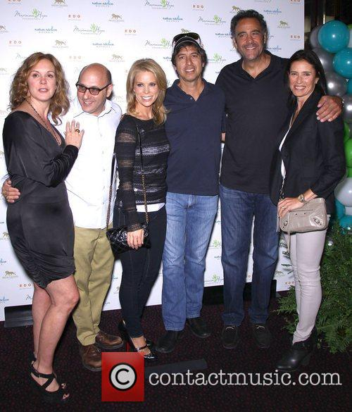 Elizabeth Perkins, Willie Garson, Cheryl Hines, Ray Romano, Brad Garrett and Mimi Rodgers 7