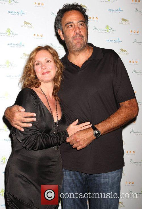 Elizabeth Perkins and Brad Garrett 1