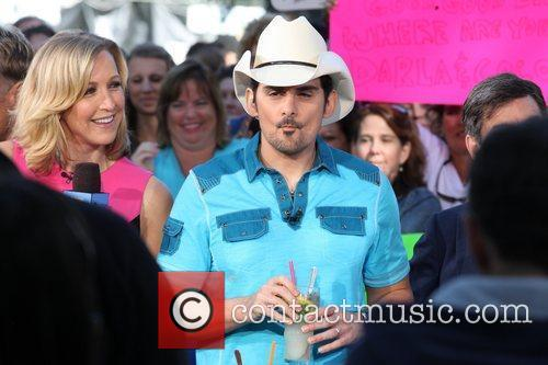 brad paisley performs on abcs good morning 5856336