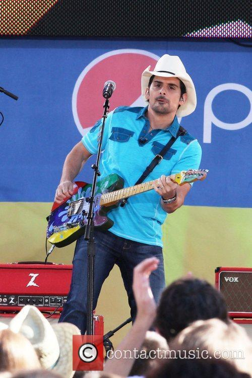 brad paisley performs on abcs good morning 5856338