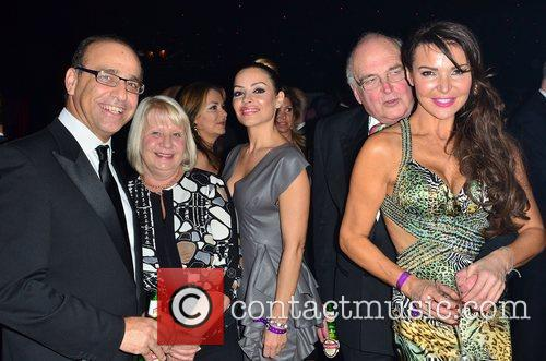 theo paphitis elen rivas middle and lizzie 4186674