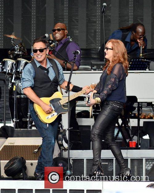 bruce springsteen and wife patti scialfa perform 3994082