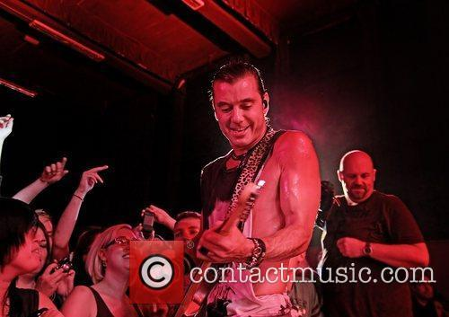 gavin rossdale of bush performing on stage 4051215