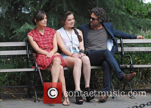 Keira Knightley, Hailee Steinfeld and Mark Ruffalo 1