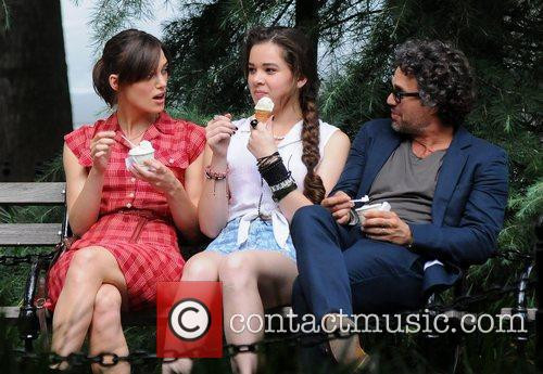 Keira Knightley, Hailee Steinfeld and Mark Ruffalo 3