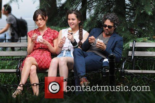 Keira Knightley, Hailee Steinfeld and Mark Ruffalo 4
