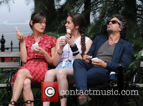 Keira Knightley, Hailee Steinfeld and Mark Ruffalo 5