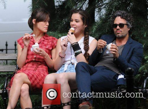 Keira Knightley, Hailee Steinfeld and Mark Ruffalo 7