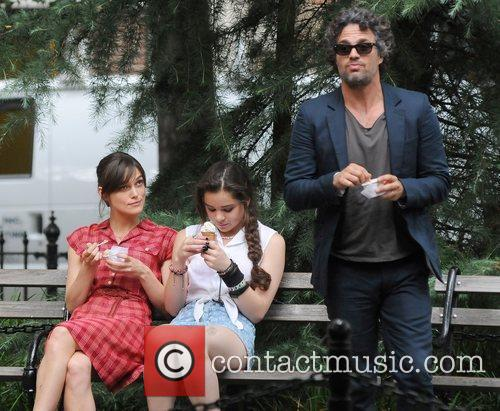 Keira Knightley, Hailee Steinfeld and Mark Ruffalo 12