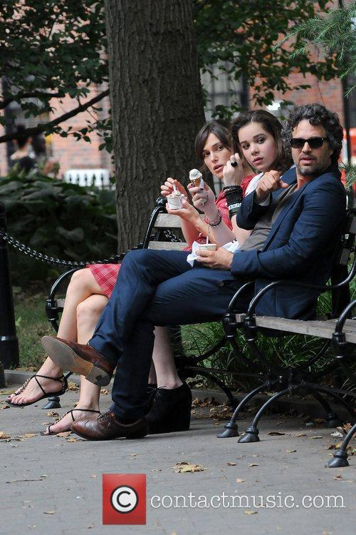 Keira Knightley, Hailee Steinfeld and Mark Ruffalo 14